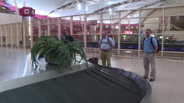 flights to bring british tourists home from egypts sharm el sheikh resort will resume after being suspended over concerns that a russian airliner may... - kogalymavia flug 9268 stock-videos und b-roll-filmmaterial