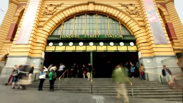 フリンダースストリート駅は、メルボルン,オーストラリア - 路面電車点の映像素材/bロール