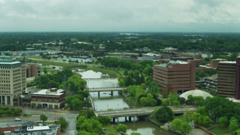 flint river flowing through flint, michigan - forwards drone shot - michigan stock videos & royalty-free footage