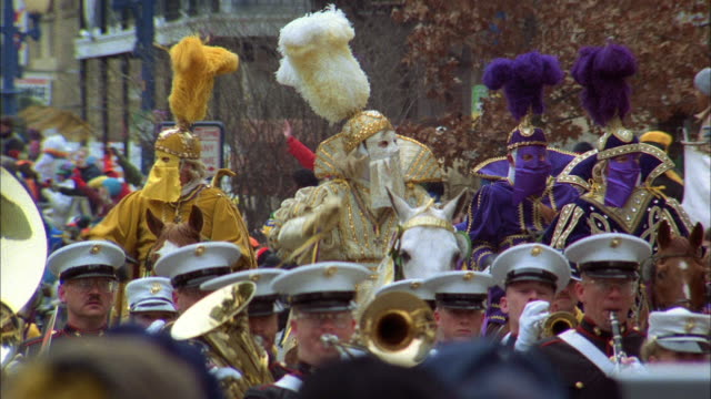 a float follows an honor guard in a mardi gras parade in new orleans - festivalsflotte bildbanksvideor och videomaterial från bakom kulisserna