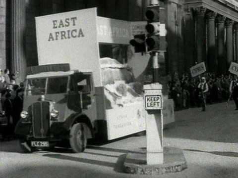 a float representing east africa takes part in the lord mayor's show - 表す点の映像素材/bロール