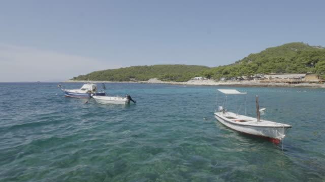 vídeos y material grabado en eventos de stock de floating boats off hvar coastline, croatia - cultura croata