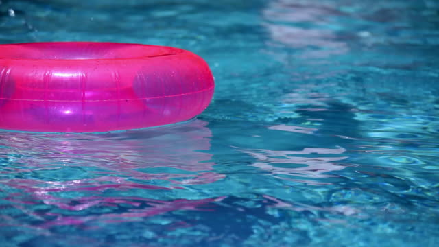 Floating in den Pool
