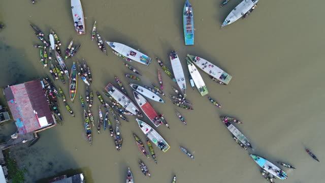 floating market banjarmasin, borneo kalimantan. - floating market stock videos & royalty-free footage
