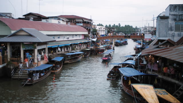 floating market in thailand - floating market stock videos & royalty-free footage