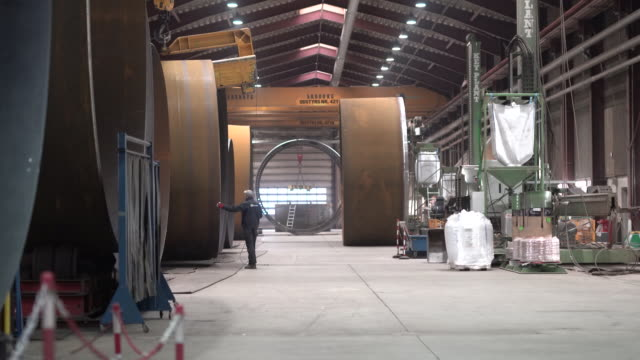 floating platform in factory of danish manufacturer welcon a/s is the latest project from henrik stiesdal. give, midtjylland, denmark, on tuesday,... - floating moored platform stock videos & royalty-free footage