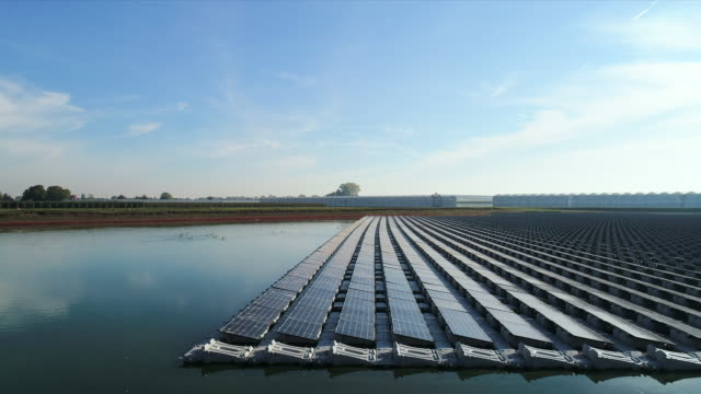 stockvideo's en b-roll-footage met floating solar farm - nederland