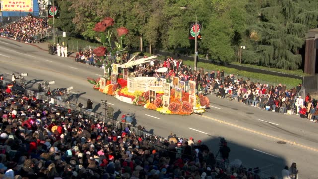 ktla floats parade down the street for the 124th rose parade on december 30 2012 in pasadena california - festwagen stock-videos und b-roll-filmmaterial