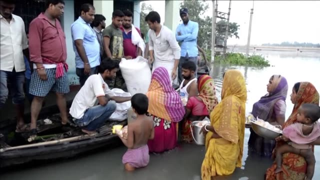 flood affected residents of gazole in india's west bengal state were left cooking by the road in makeshift shelters after being hit by some of the... - south asia stock videos & royalty-free footage