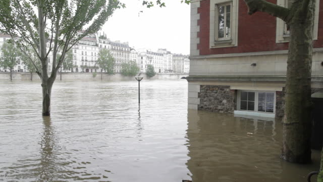 flood in paris, near the tournelles docks - river seine stock videos & royalty-free footage