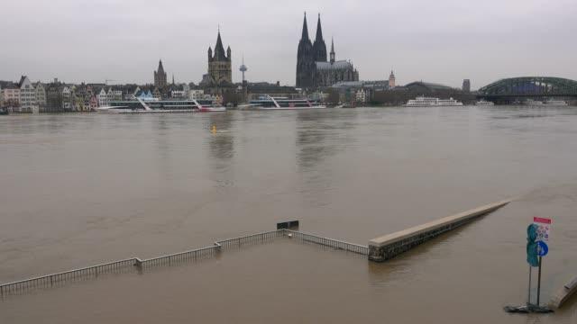 flood of river rhine at deutzer werft, cologne, january 2018, north rhine-westphalia, germany - circa 12th century stock videos & royalty-free footage