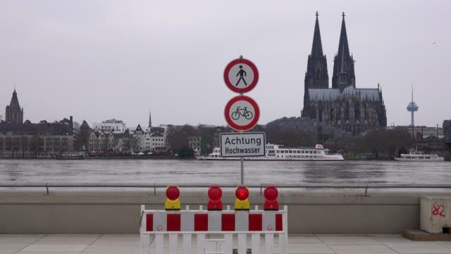 stockvideo's en b-roll-footage met flood of river rhine at deutzer werft, cologne, january 2018, north rhine-westphalia, germany - westers schrift