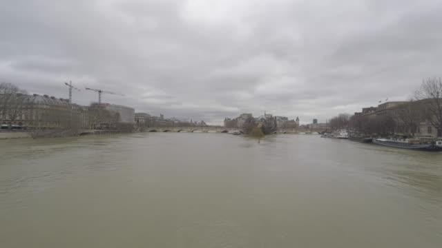 flood of the Seine 2018, New Bridge