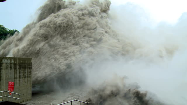 flood water bursts from hydroelectric dam  - dam stock videos & royalty-free footage