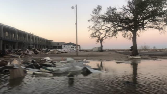 vídeos y material grabado en eventos de stock de flood waters from hurricane delta circulate near structures damaged by hurricane laura on october 10, 2020 in cameron, louisiana. hurricane delta... - gulf coast states