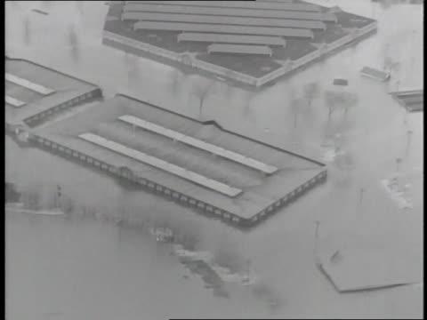 flood waters reach the rooftops of buildings in springfield massachusetts - 1936 bildbanksvideor och videomaterial från bakom kulisserna