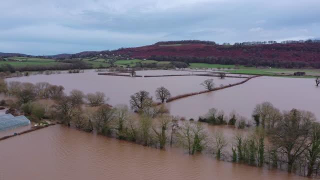 flooded fields seen following storm dennis on february 18, 2020 near marden, herefordshire, england. storm dennis is the second named storm to bring... - herefordshire bildbanksvideor och videomaterial från bakom kulisserna