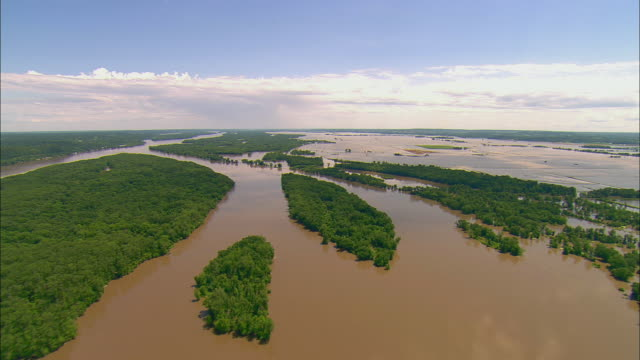 flooded mississippi river and forest to small group of houses/ clarksville, missouri - river mississippi stock videos & royalty-free footage