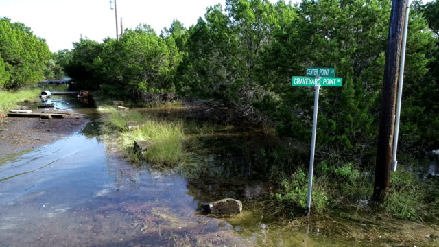 flooded streets underwater neighborhood with street sign above the water - pianificazione di emergenza video stock e b–roll