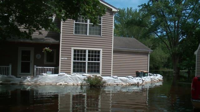 vídeos y material grabado en eventos de stock de wgn flooding in cary illinois on july 25 after weeks of flooding in near fox river - artículo de emergencia