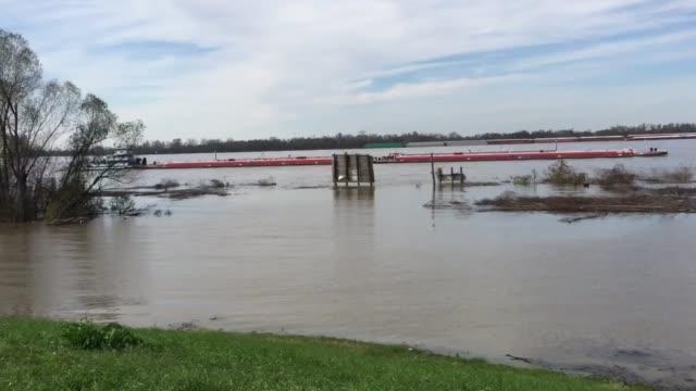 flooding in louisiana due to the mississippi river flooding - mississippi flod bildbanksvideor och videomaterial från bakom kulisserna