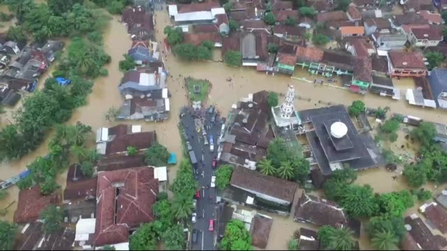 flooding is endangering survivors of the volcano triggered tsunami that killed at least 400 people in indonesia as police warn residents and urge... - indonesia volcano stock videos & royalty-free footage