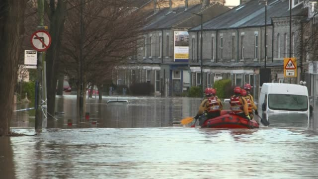 flooding misery continues in the north of england foss barrier flood relief scheme on the river foss where it joins the river ouse which failed when... - ウェストヨークシャー点の映像素材/bロール