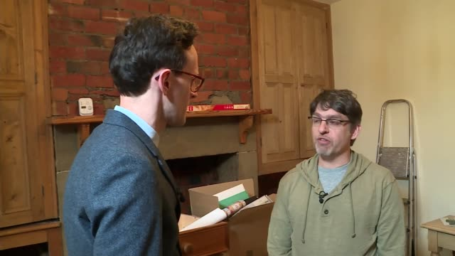 vidéos et rushes de new insurance scheme for people in flood risk areas launched; otley: int thomas jochum-critchley showing reporter round his flood damaged home and... - after work