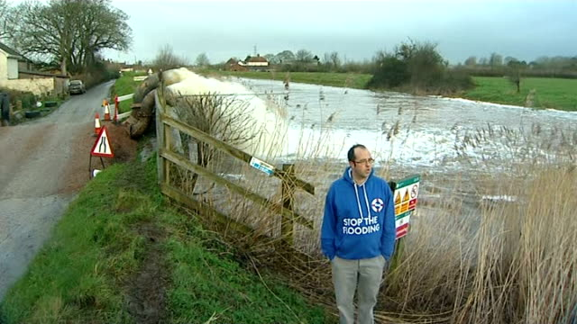 owen paterson criticised during visit to somerset floodwater pumped back into river parrett at northmoor pumping station pan to james winslade james... - オーウェン・パターソン点の映像素材/bロール