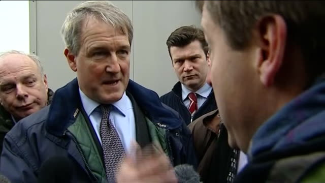 owen paterson criticised during visit to somerset owen paterson mp speaking to press sot locals have six weeks to work with the national government... - オーウェン・パターソン点の映像素材/bロール