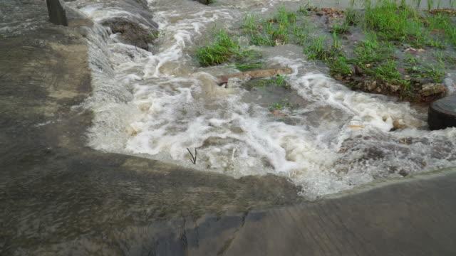 inondazioni - leaking video stock e b–roll