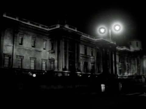 floodlighting in london; england: london: ext / night floodlit building at horse guards parade / national gallery in trafalgar square / royal... - floodlit stock videos & royalty-free footage