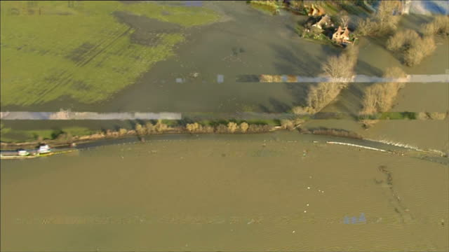 stockvideo's en b-roll-footage met aerials of riverthames from central london through west london and buckinghamshire maidenhead / river surafce water alongside / cookham rise flooded... - gazebo