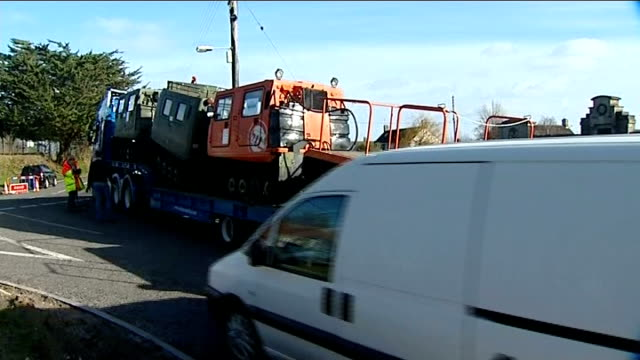 vídeos de stock, filmes e b-roll de amphibious rescue vehicles arrive in somerset england somerset langport ext transporter loaded with amphibious rescue vehicles reversing on village... - veículo anfíbio