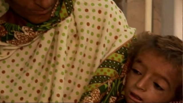 imran khan talks of the disaster; pakistan: sukkur: int woman sitting on hospital bed with sick baby - リチャード・パロット点の映像素材/bロール