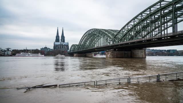 stockvideo's en b-roll-footage met overstromingen - europese cultuur