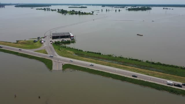 floodwater from the mississippi river covers two lanes of highway 67 forcing traffic to share the two eastbound lanes on june 1 2019 in west alton... - mississippi river stock videos & royalty-free footage