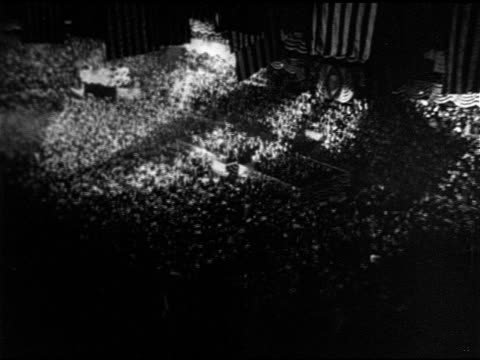 vidéos et rushes de floor of convention hall filled w/ waving people ms herbert hoover speaking at podium ha xws hoover speaking from decorated platform - 1928