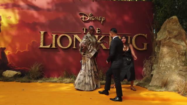 vídeos de stock e filmes b-roll de 4k florence kasumba at the lion king uk premiere on july 14 2019 in london greater london - meghan markle lion king