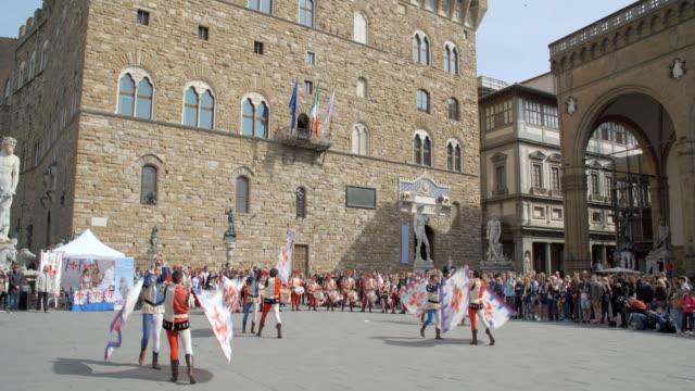 florentine flag throwing / florence, italy - ミケランジェロ点の映像素材/bロール