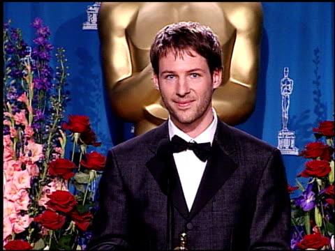 vídeos de stock e filmes b-roll de florian gallenberger at the 2001 academy awards at the shrine auditorium in los angeles california on march 25 2001 - 73.ª edição da cerimónia dos óscares