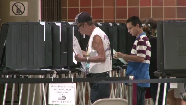 vídeos de stock, filmes e b-roll de florida opens its early voting polling stations in fifty counties across the state with more than 13 million registered voters - florida us state