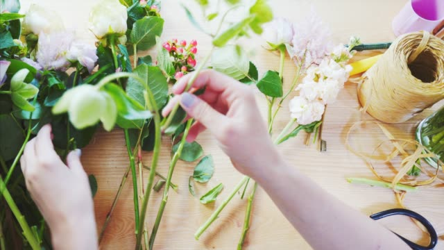 pov florist working. - bouquet video stock e b–roll