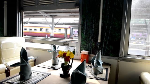 vidéos et rushes de fleur dans le train - voiture hippomobile
