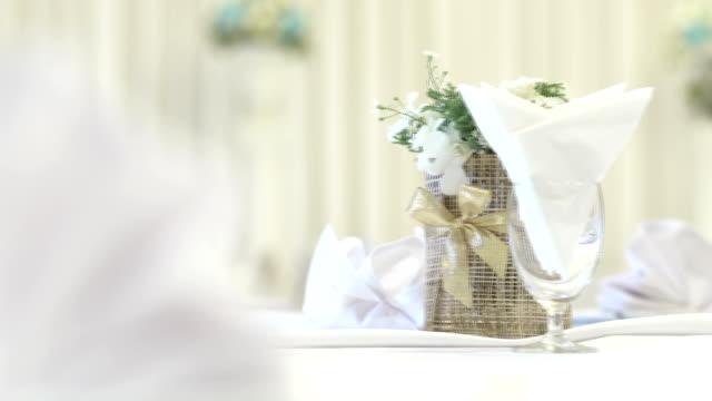 Bloem op bruiloft receptie tabel