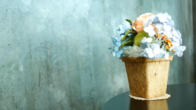 stockvideo's en b-roll-footage met bloemenvaas - vase