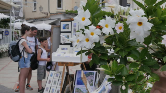 Flowers and Art stall, Costiera Amalfitana (Amalfi Coast), UNESCO World Heritage Site, Province of Salerno, Campania, Italy, Europe