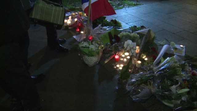 flowers and candles were left in tribute near the offices of the satirical newspaper charlie hebdo on wednesday following a terrorist attack in which... - materiale cartaceo video stock e b–roll