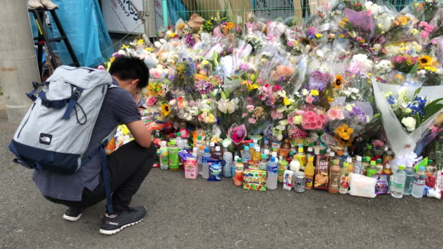 flowers and tributes are laid at the scene of a knife attack on a group of schoolchildren on may 28 2019 in kawasaki japan a 12yearold girl and a... - temporäre gedenkstätte stock-videos und b-roll-filmmaterial