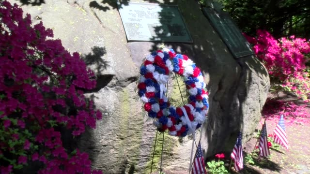 flowers and wreath at town memorial day location - salmini stock videos & royalty-free footage